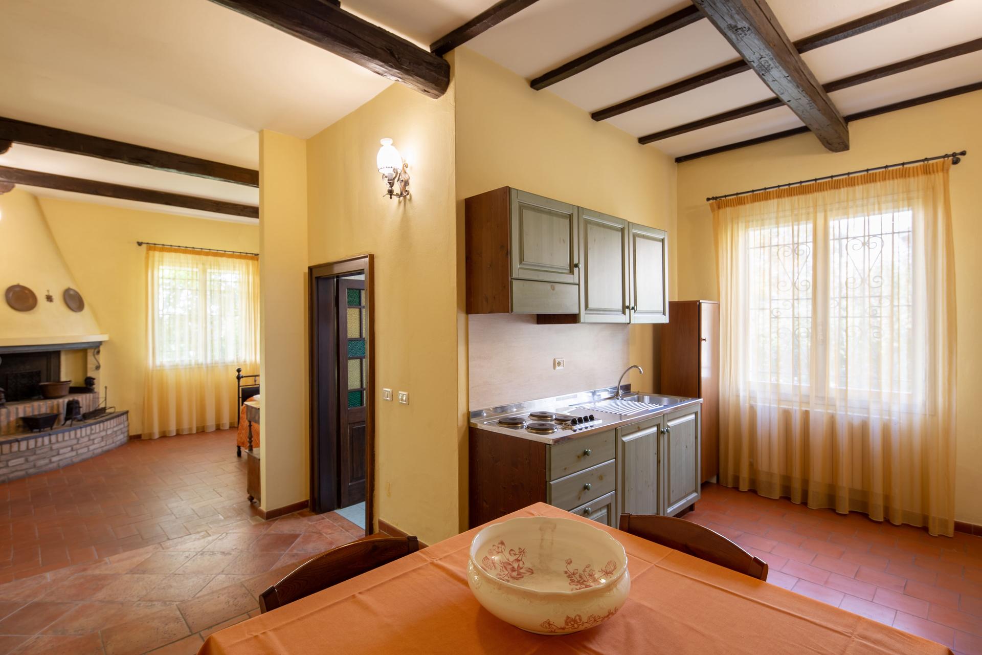 Agriturismo-La-Torretta-Appartamento-3-e-sala-08-min